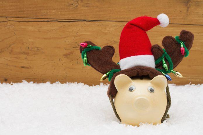 4 TOP TIPS FOR SAVING MONEY DURING THE FESTIVE SEASON